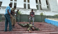 Cadavere sulla scalinata