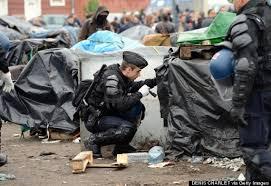 polizia controlla tende