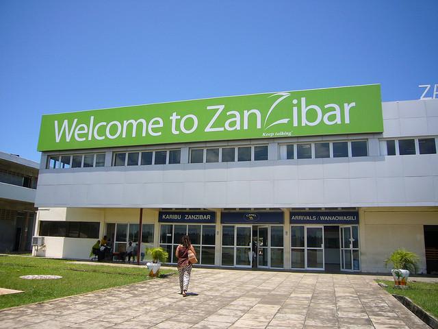 """Aeroporto Zanzibar Arrivi : Zanzibar """"una coppia italo ruandese alla ricerca di"""