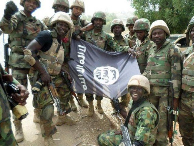 soldati e bandiera Boko
