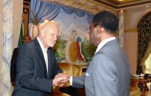 Obiang e Nikolay Ratsi Borinskty