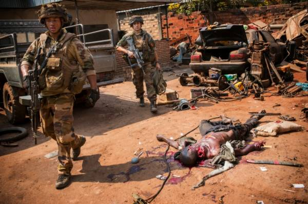 soldati e un morto 600