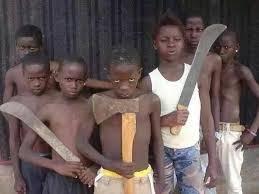 bambini armati