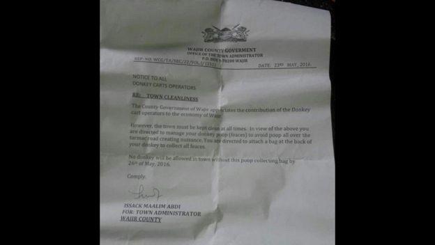 L'ordine della autorità che vieta agli asini di circolare senza pannolone a Wajir
