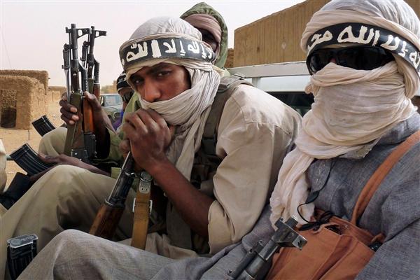 uomini appartenenti al gruppo terrorista islamista MUJAO