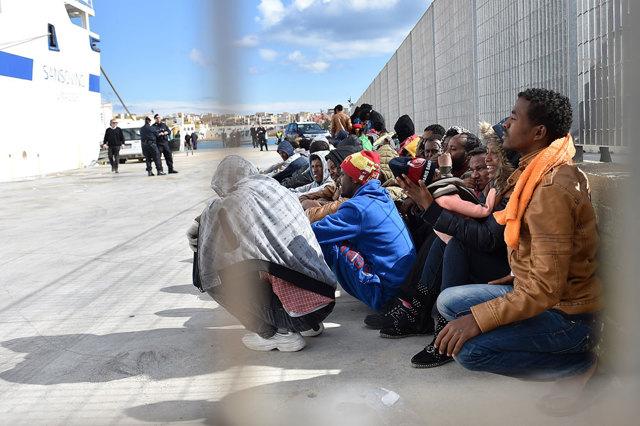 Hotspot, migranti in attesa