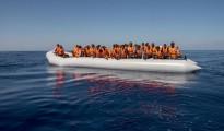 gommone con profughi