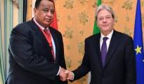 Ibrahim Ghandour, ministro degli esteri sudanese,a sinsitra e Paolo Gentiloni, i nostro ministro degli esteri, a destra