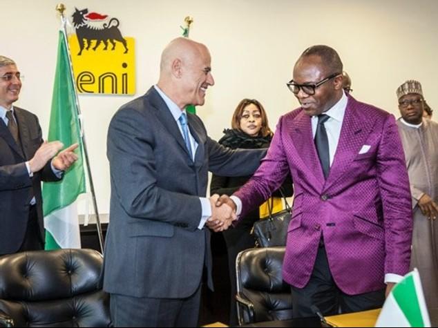 Il ministro di Stato per le Risorse Petrolifere e Presidente del Board della Nigerian National Petroleum Corporation (Nnpc), Emmanuel Ibe Kachikwu e Claudi Descalzi, ENI