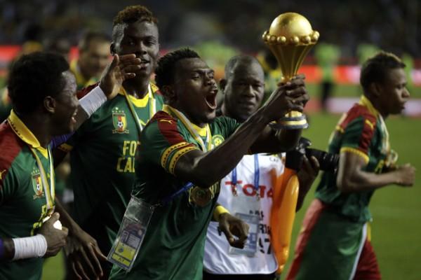 Esultanza dei giocatori del Camerun dopo la vittoria