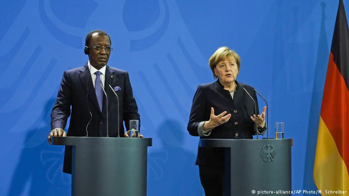 Idriss Déby, presidente del Ciad e Angela Merkel, cancelliera tedesca