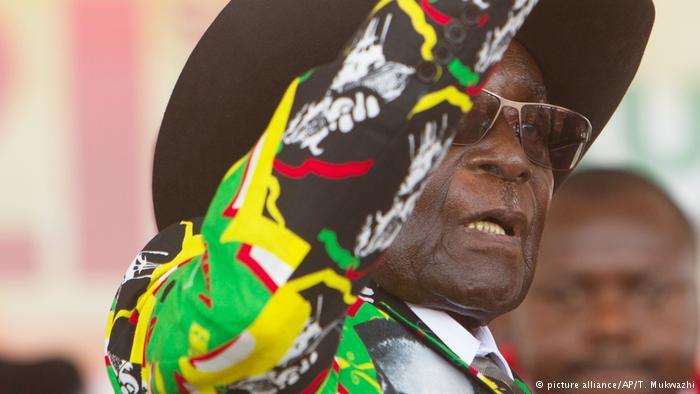 Robert Mugabe, presidente dello Zimbabwe, durante i festeggiamenti del suo 93esimo compleanno