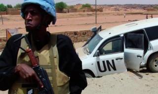 Un casco blu appostato fuori dal resort attaccato dai jihadisti