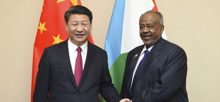 A destra, Xi-Jinping, presidente della Cina, a sinistra Ismail Omar Guelleh, presidente del Gibuti