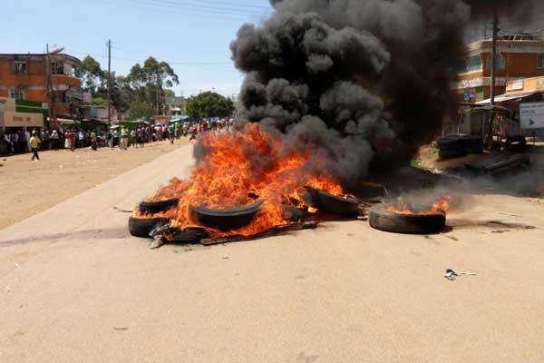 Disordini scoppiati a Kisumu subito dopo la proclamazione della Commissione Elettorale, rapidamente controllati dalla polizia