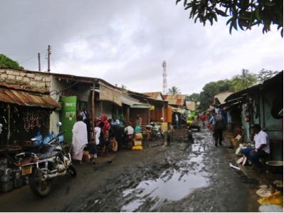 Un misero quartiere di Ukunda, porta d'accesso allo splendore della località turistica di Diani