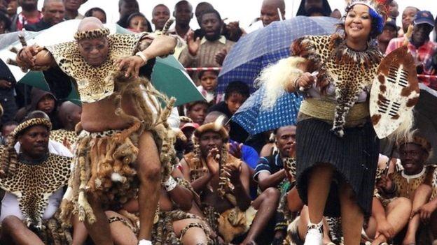 Jacob Zuma festeggia il suo quinto matrimonio secondo le ritualità tribali