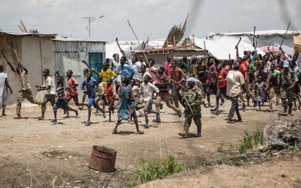 Sud sudanesi in fuga da violenze