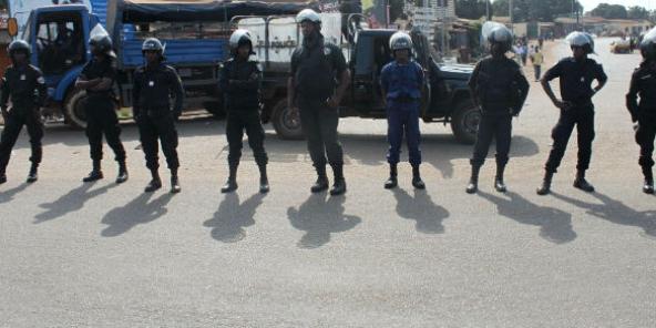 Polizia durante una manifestazione a Boké in Guinea