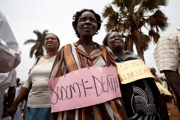 Dimostranti africani invocano la pena di morte contro la sodomia