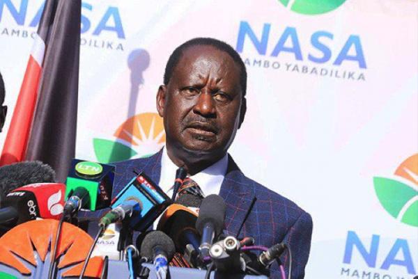 Raila Odinga durante la conferenza stampa di oggi