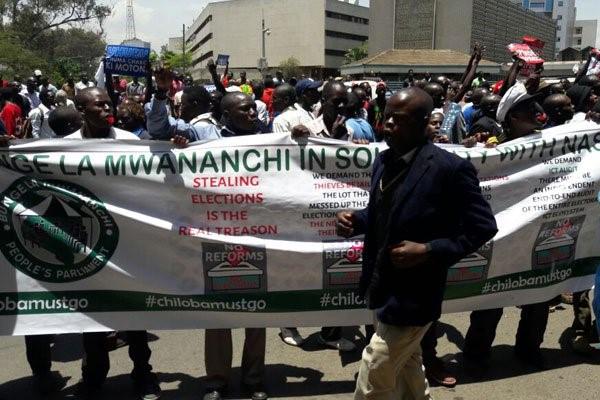 Sostenitori del NASA nella dimostrazione di ieri a Nairobi
