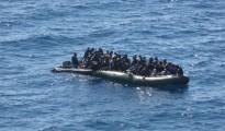 Gommone carico di migranti