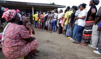 cittadini in fila per il ballottaggio in Liberia