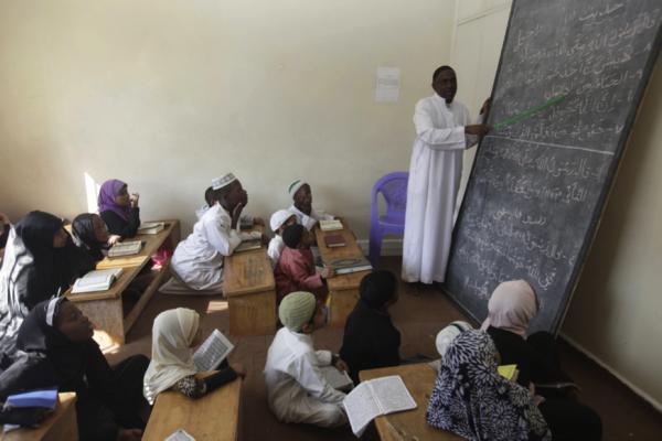 L'aula di una madrassa, scuola islamica del Kenya