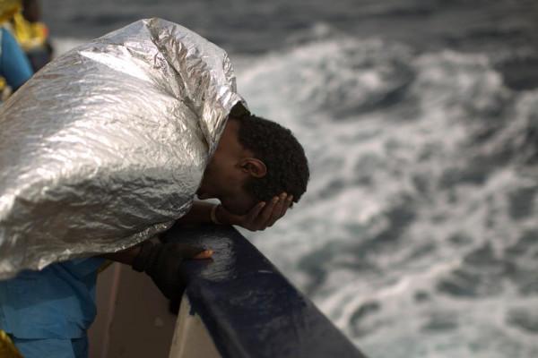un migrante appena salvato