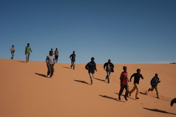 Migranti nel deserto