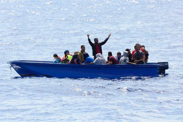 Barca con a bordo giovani tunisini in rotta verso le nostre coste