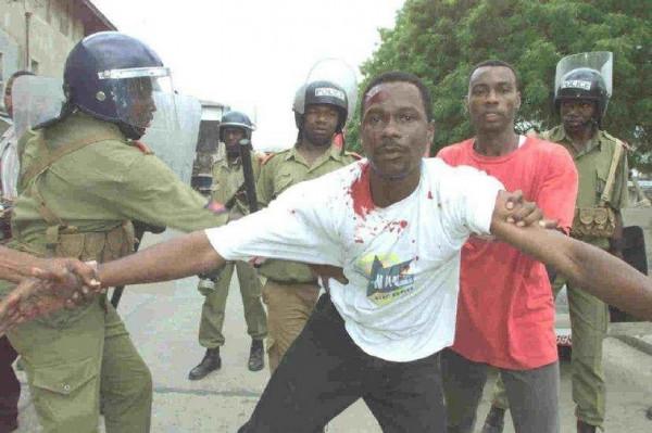 La polizia arresta alcuni dimostranti a Dar es Salam