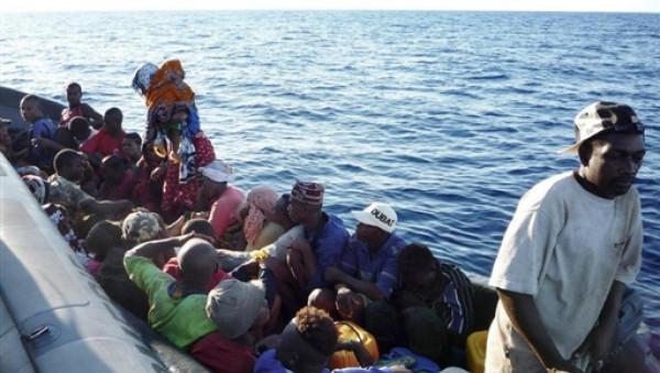Migranti delle Comore sui tipici kwassa kwassa
