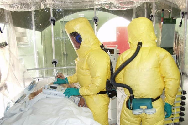 Paziente di ebola in isolamento
