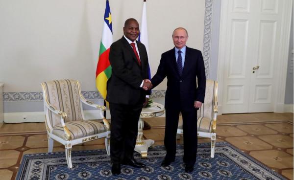 Faustin Archange Touadéra, presidente della Repubblica centrafricana, con Vladimir Putin, presidente della Russia