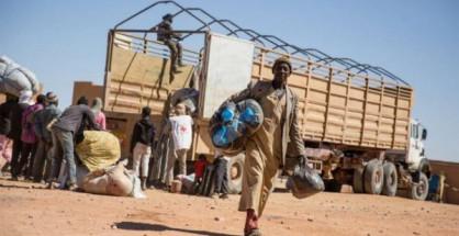 Migranti abbandonati nel deserto dalle autorità algerine