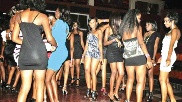 Ragazze in un night club Nairobi