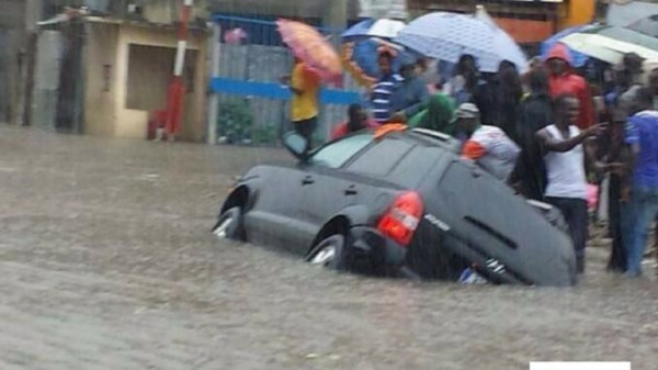 Inondazioni ad Abidjan, la capitale commerciale della Costa d'Avorio