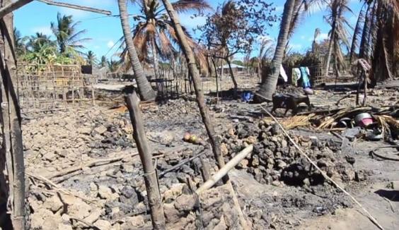 Uno dei villaggi distrutti da al Shebab a Cabo Delgado