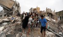 Distruzione a Sana'a nello Yemen dopo raid aereo della coalizione saudita