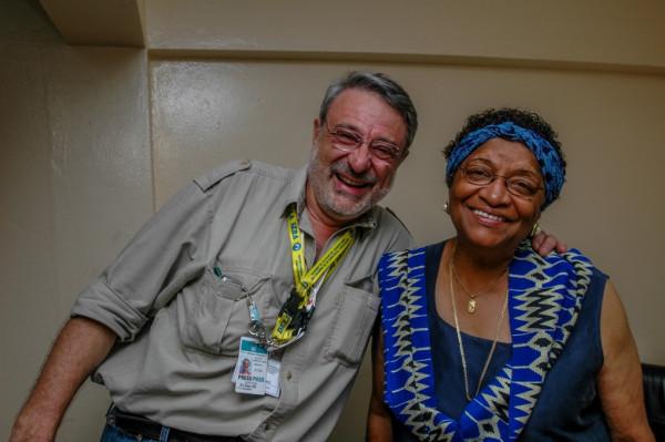Massimo Alberizzi e Ellen Johnson Sirleaf nel momento in cui ha appreso di essere stata eletta per la prima volta presidente della Liberia (foto Nakano Tomoaki)