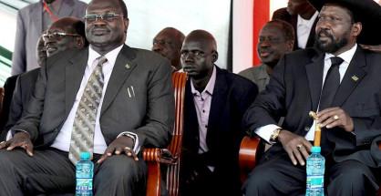 Il presidente Salva Kiir (a destra) e il suo ex vice Riek Machar, oggi rivale