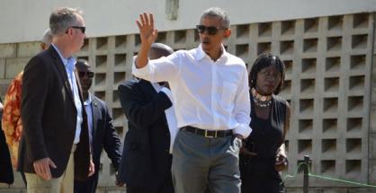 Barack Obama con la sorella Auma visita il centro si solidarietà da lei gestito