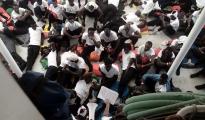 Nave umanitaria con a bordo migranti salvati