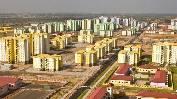 """l'impressionante veduta di una delle """"Città Fantasma"""" cinesi in Africa"""