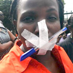 Protesta dei giornalisti mozambicani davanti al bavaglio economico