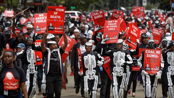 Protesta contro la miniera di carbone cinese a Lamu