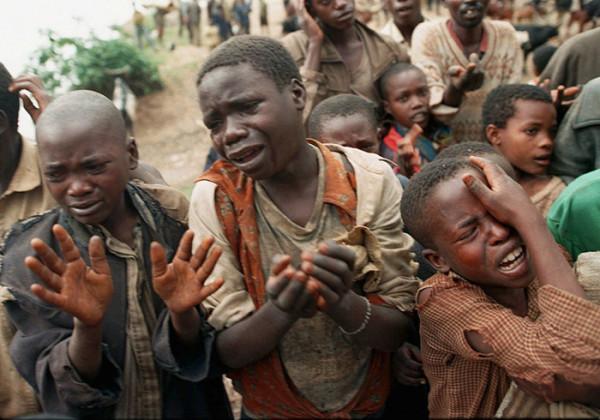 Bambini e adolescenti sud sudanesi implorano per aver salva la vita