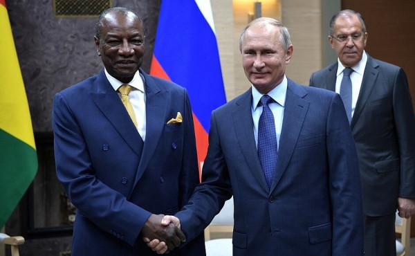 Vladimir Putin e il presidente della Guinea Alpha Conde